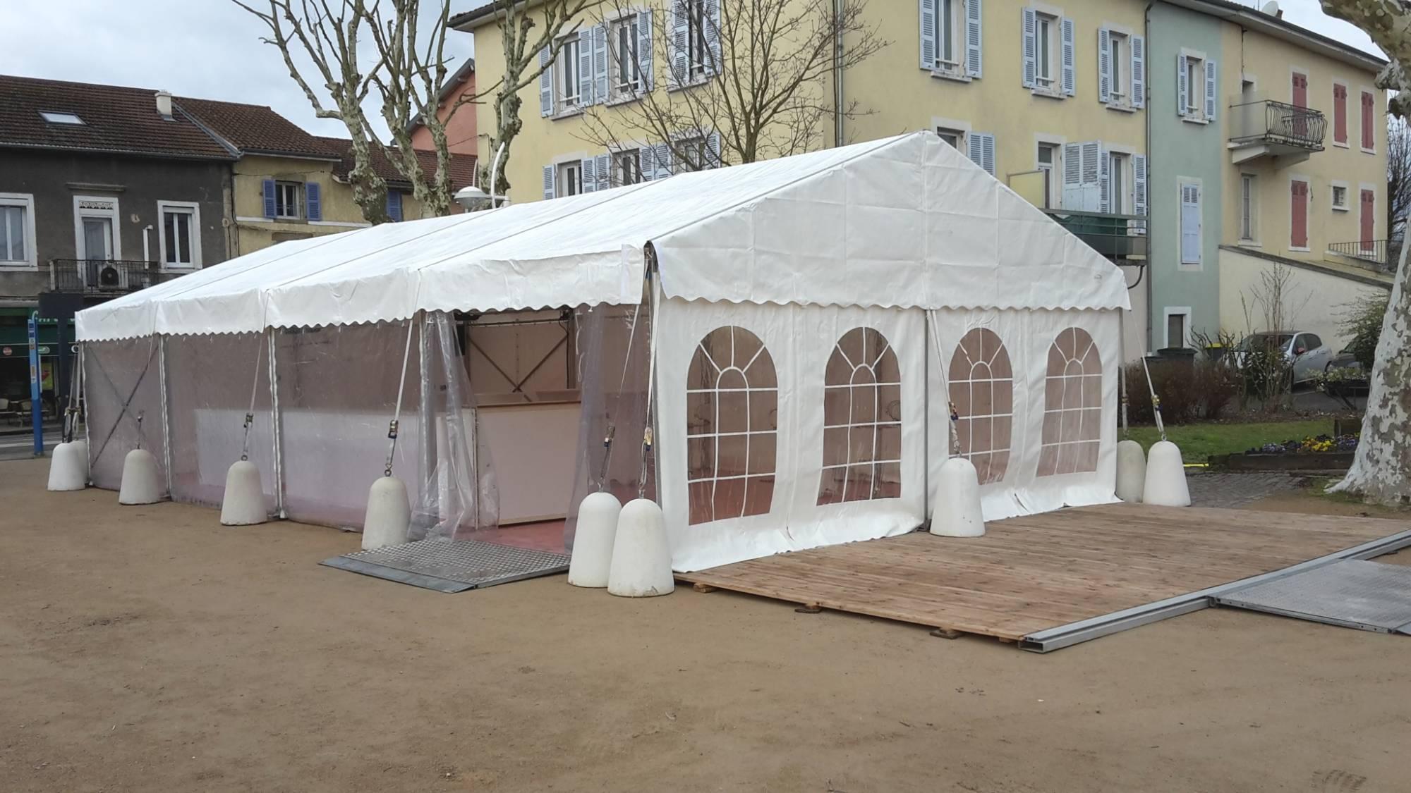 Installation de tente avec option éclairage ambiance de couleur